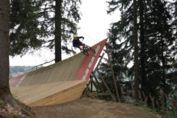 Hielke over de SRAM wallride in bike park Winterberg