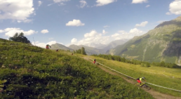 de trailhunters on the road naar La Thuille