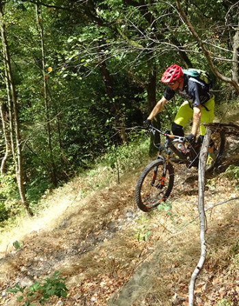Bram is riding down the trail in Chaudfontaine