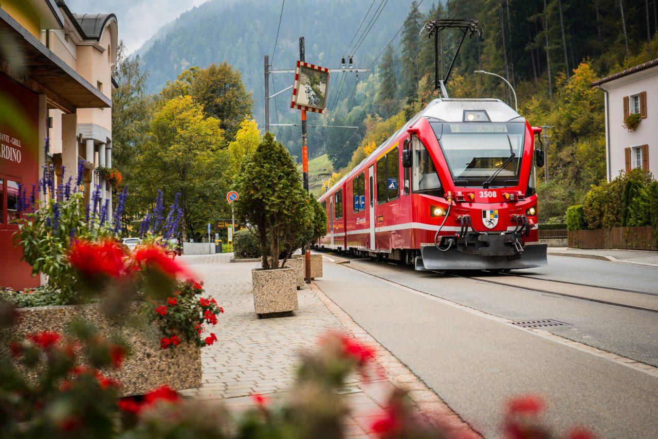 outsideisfree-poschiavo-mtb-berninapass-homeoftrails-graubuendenbike-rhaetischebahn-1280x853
