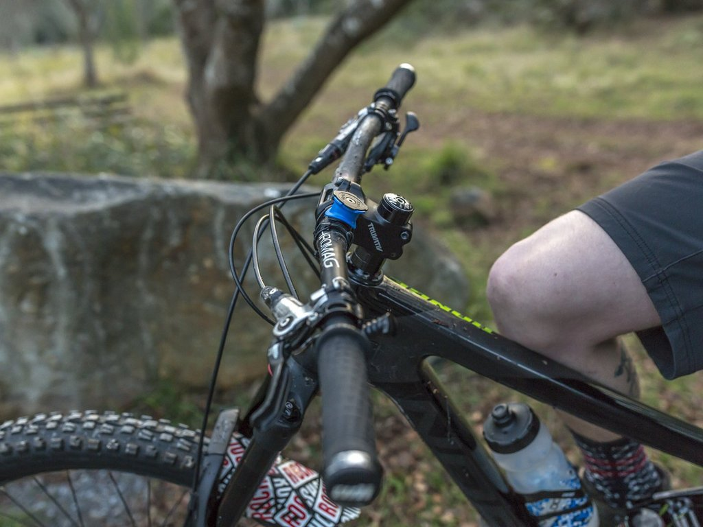 Review Quad Lock Mountainbike Travel Guide