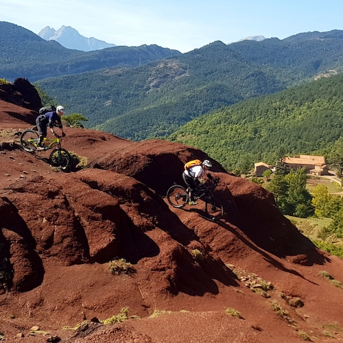 Rode rotsen trails in de Pyreneeën